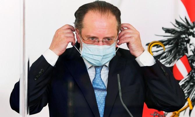 Глава МИД Австрии заразился коронавирусом
