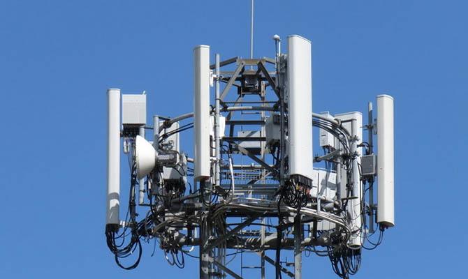 В ЕС за полгода 140 раз напали на вышки мобильной связи из-за боязни 5G