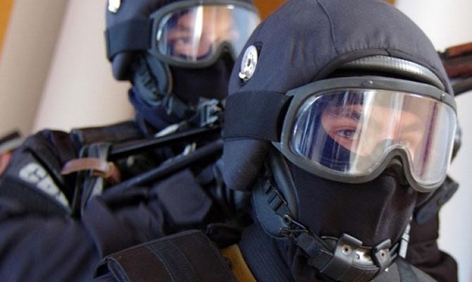 В Украине разоблачена ОПГ, в которую входили правоохранители: проведено 45 обысков в четырех городах