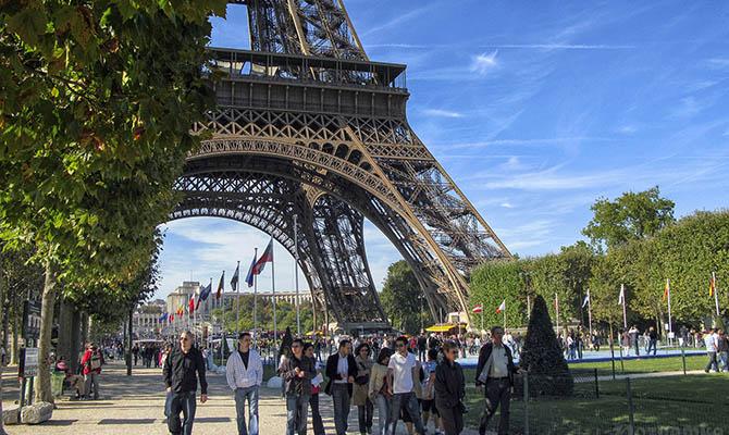 Во Франции за сутки коронавирусом заболели 52 тысячи человек