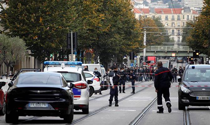 Уже в третьем городе Франции сегодня попытались совершить нападение с ножом