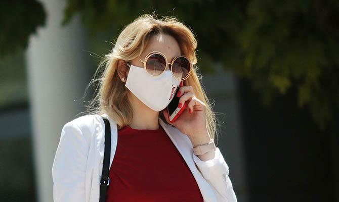 Ученые выяснили, что очки защищают от коронавируса