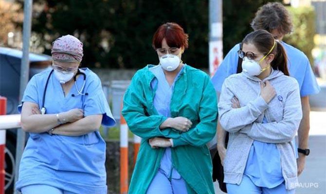 В Италии за сутки почти полтысячи смертей от коронавируса