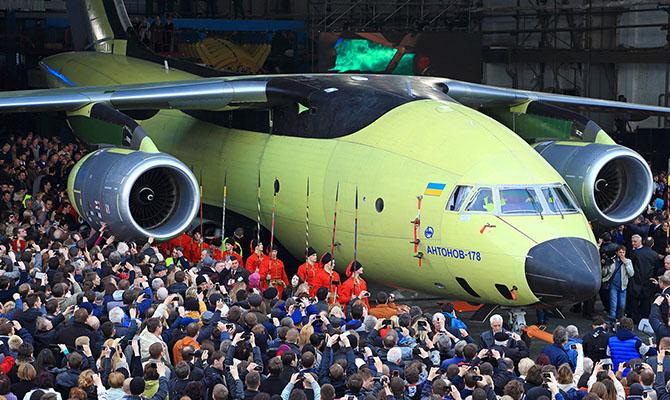 Премьер обещает ежегодно выделять на авиастроение 2 млрд грн