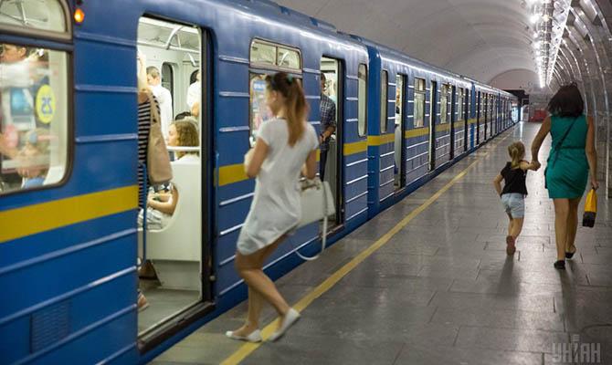 За полгода пассажиропоток киевского метрополитена упал более чем на треть