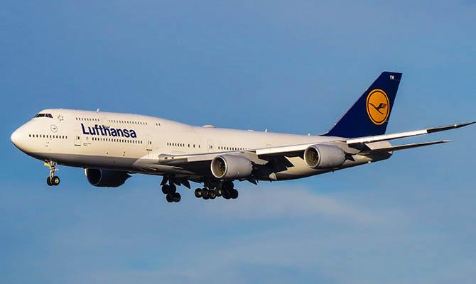 Lufthansa с откажется от бесплатной еды на борту своих самолетов