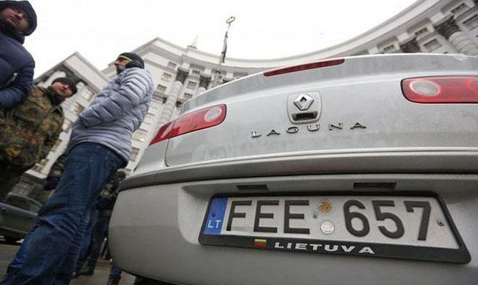 В Украине начали штрафовать авто на иностранных номерах и «евробляхи»