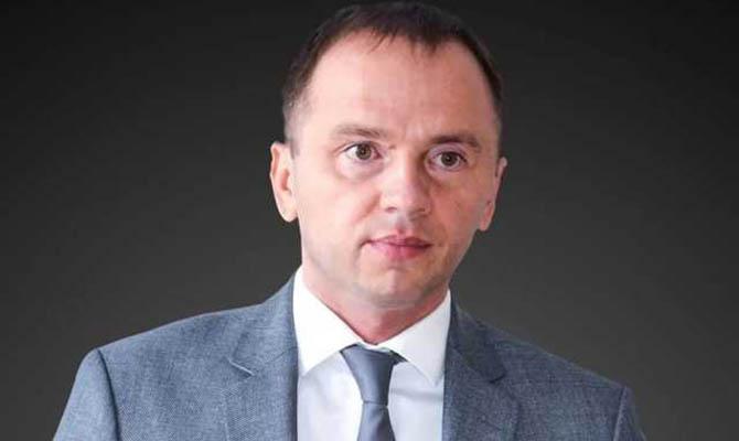 «Зеленский обещал «новые лица», но во власти оказались чиновники времен Януковича и Порошенко», — политолог Олег Постернак