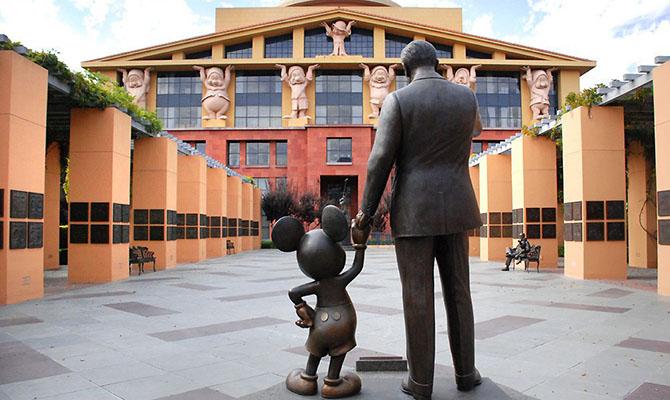 Walt Disney уволит 32 тысяч сотрудников