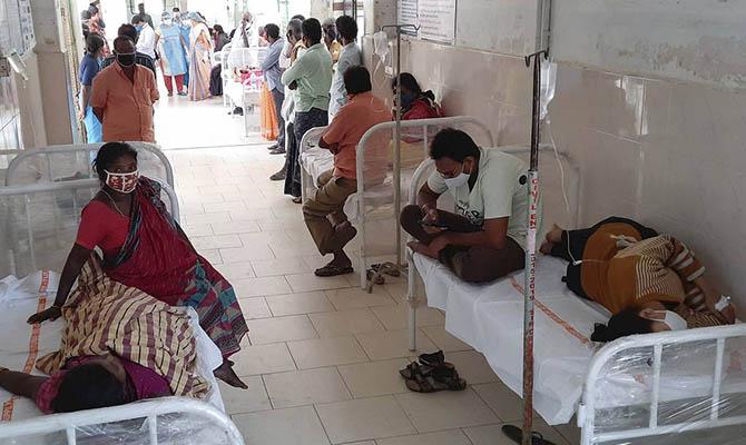 На юге Индии уже около 500 человек попали в больницы из-за неизвестной болезни