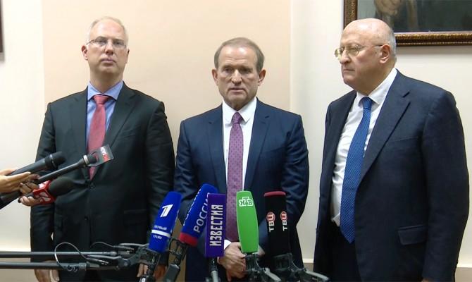 Медведчук в Москве договорился о передаче Украине технологии производства вакцины от коронавируса «Спутник V»
