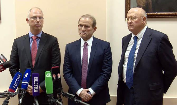 Виктор Медведчук будет добиваться производства российской вакцины в Украине, «несмотря на истерики посольства США»