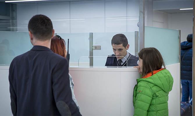 Иностранцев не будут депортировать из РФ до 15 июня 2021 года