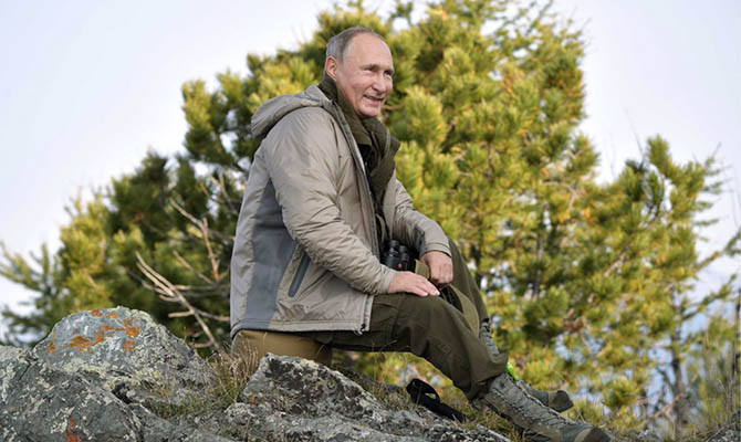 Половина россиян хотела бы встретить Новый год с Путиным