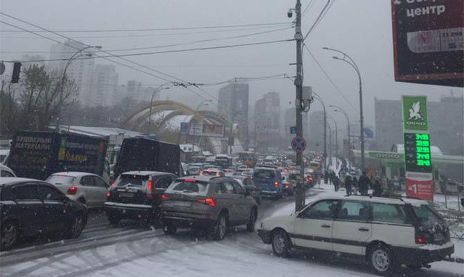 Из-за непогоды сегодня в стране случилось уже более 1000 ДТП, погибли 13 человек