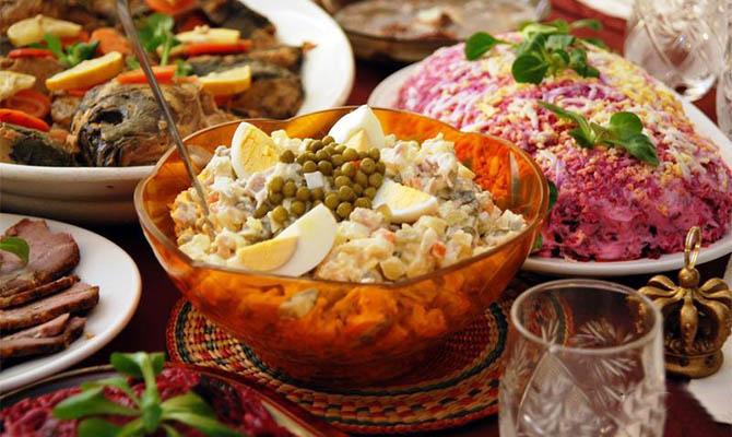 Украинцы готовы потратить на новогодний стол 1440 гривен