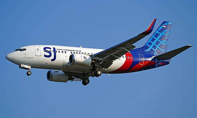 Пассажирский Boeing индонезийской компании упал в воду близ Джакарты