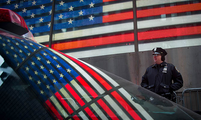 В США мужчина открыл стрельбу в городе и убил четырех человек