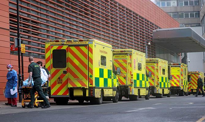 В Великобритании из-за коронавируса впервые умерли более 1,5 тысяч человек за сутки