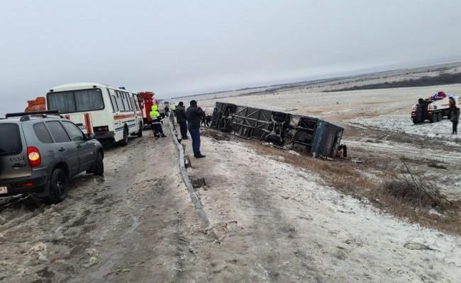 В России перевернулся автобус из ДНР, есть погибшие