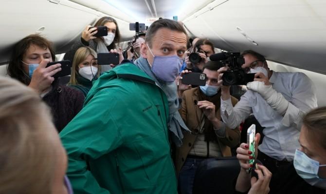 Оппозиционер Навальный вернулся в Россию