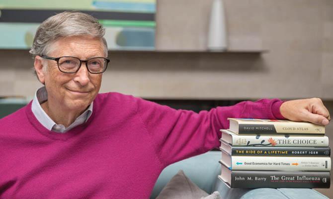 Биллу Гейтсу ввели первую дозу прививки от коронавируса