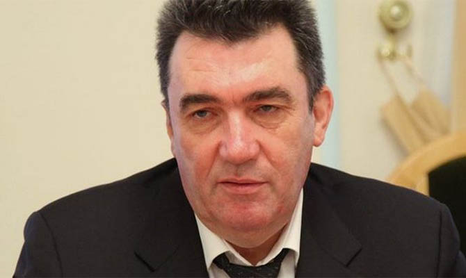 Данилов заявил о невозможности отмены решения о блокировке трех телеканалов