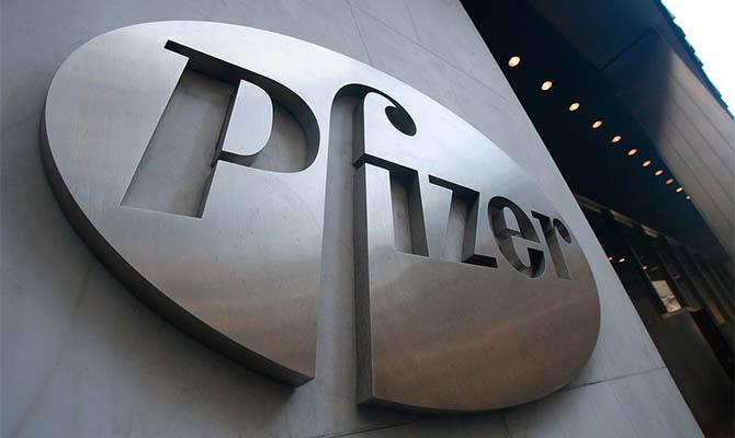 Зеленский поблагодарил главу правления Pfizer за помощь в ускорении поставок вакцины от COVID-19 в Украину
