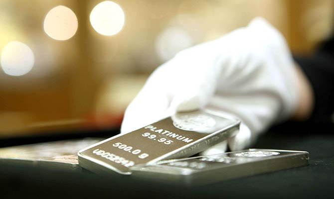 Цена платины достигла $1,2 тыс. за унцию впервые с 2015 года