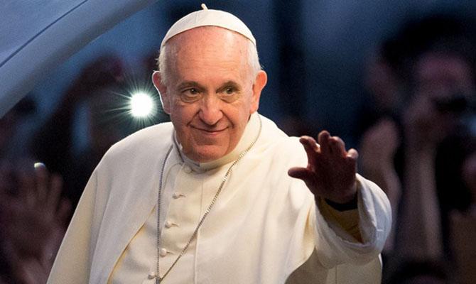 Папа Римский поздравил влюбленных с Днем святого Валентина