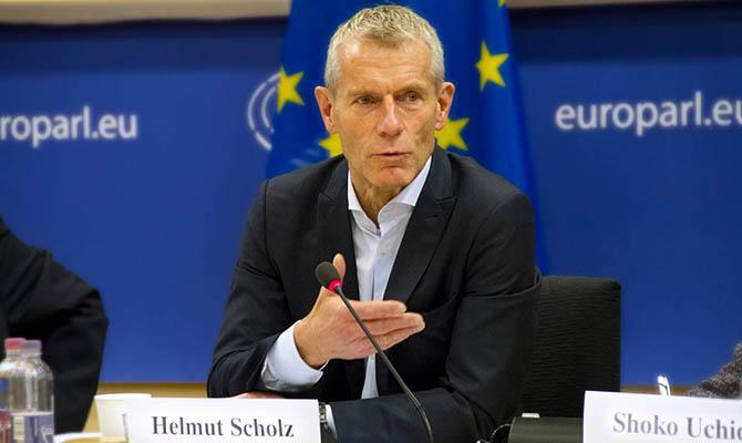 Евродепутат резко раскритиковал решение Зеленского закрыть три оппозиционных телеканала