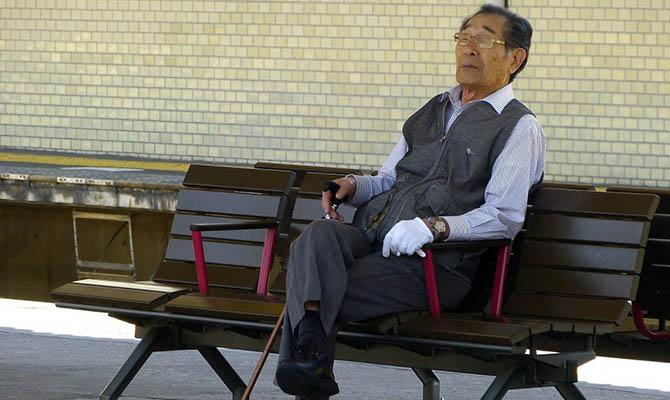 Власти Японии пересчитают всех одиноких людей