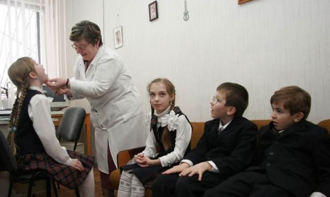 Оклады школьных медиков собираются повысить на 50%