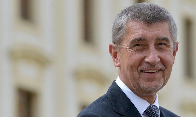 Премьер Чехии сообщил об угрозе убить его и его семью
