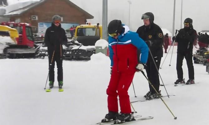 Сын Лукашенко Николай покатался на лыжах с Путиным и отцом