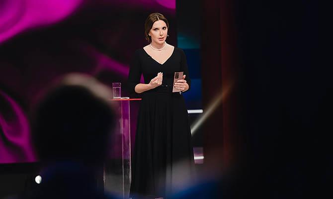 Оксана Марченко поддержала журналистов незаконно закрытых властью телеканалов