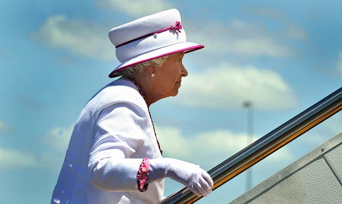 Елизавета II останется без личного самолета