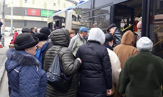 Киевские маршрутчики не хотят работать в карантин, просят их закрыть