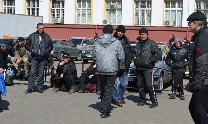 В Украине 1,8 млн человек без работы, менее трети из них имеют официальный статус