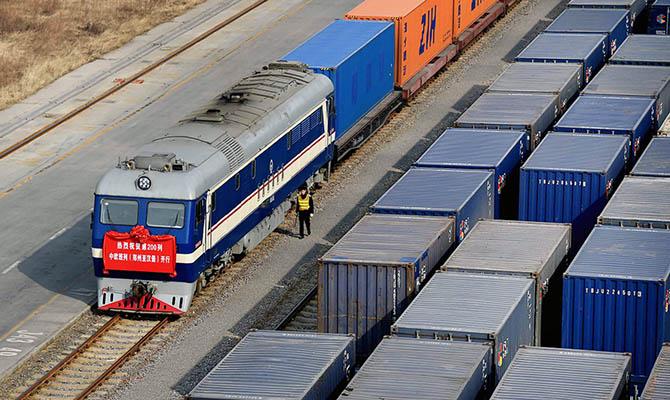 Китай переориентируется на поставки по суше через Россию