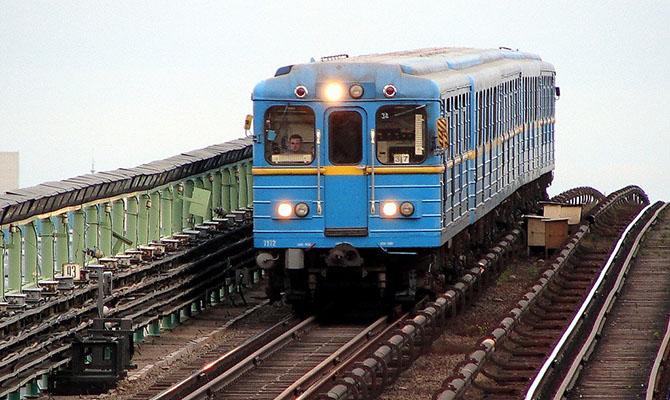 В Киевском метро заканчивается действие бесконтактных карт для оплаты проезда