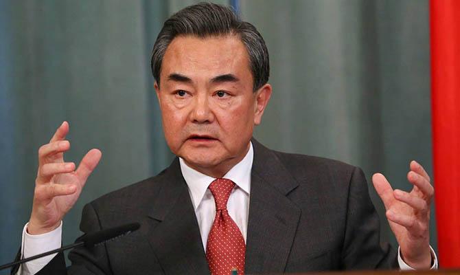 Глава МИД КНР винит богатые страны в нехватке вакцин в мире