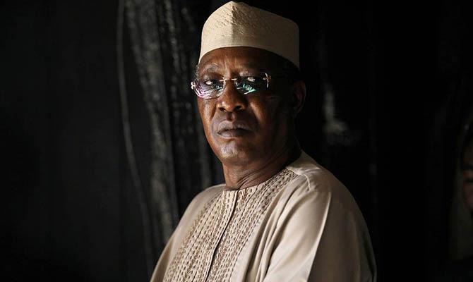 Только что переизбранный на шестой срок президент Чада умер от боевых ранений