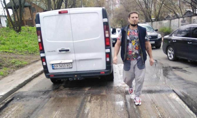 В Киеве обстреляли работников, ремонтировавших дорогу