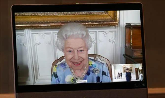 В Великобритании опубликовали первые фото Елизаветы II после похорон мужа