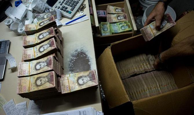 В Венесуэле повышают минимальную зарплату до $2,5