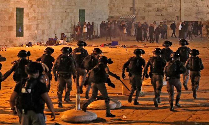 Еще около сотни палестинцев получили за ночь травмы в Иерусалиме