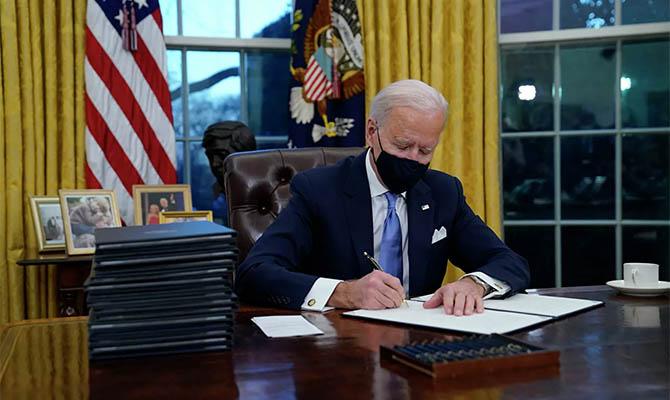 Байден отменил семь указов Трампа