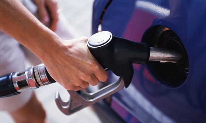 Кабмин повысил предельную цену продажи бензина и дизтоплива
