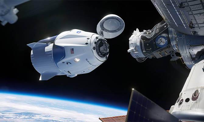 Космический корабль Dragon успешно состыковался с МКС